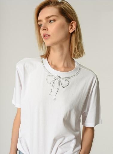 People By Fabrika Kadın Yaka Taş İşlemeli Tişört PFKSS21TS0060 Beyaz
